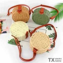 Luce un atuendo bonito con nuestras bolsas tejidas, ¡Son hermosas!. 🥰Compra aquí: https://articulo.mercadolibre.com.mx/MLM-824875484-bolso-redondo-vintage-tejido-artesanal-varios-colores-_JM