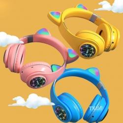 ¡Bonito fin de semana! 😍¿Ya tienes tus audífonos de gatito con luz led?, ¡Ven por los tuyos!. 🧐🤩🌞